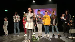 <p>La piccolacomunità bahá'í di Lecco ha coinvolto quasi 200 persone nelle celebrazioni del Bicentenario in una serata dedicata alla gioia, all'armonia e all'arte. Le celebrazioni sono state allietate da esibizioni canore, di danza, e musicali offerte da giovani. Nei giorni che hanno precedutola celebrazione sono state organizzate diverse attività artistiche in una delle piazze della città per avere conversazioni con i passanti riguardo la Figura di Bahá'u'lláh, la Sua missione e il Suo Messaggio. Alcune di queste attività hanno incluso dipinti su strada e il dono di origami contenenti citazioni dagli Scritti bahá'í.</p>