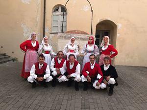 <p>Le celebrazioni a Sassari sono state accompagnate da danze tradizionali sarde. Per la celebrazione è stata recitata anche una poesia compostain occasione del bicentenario, assieme a canti e musiche accompagnati dalla lettura degli Scritti di Bahá'u'lláh.</p>  <p></p>