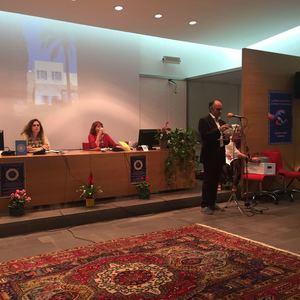 <p>Le celebrazioni a Sassari sono state accompagnate da danze tradizionali sarde. Per la celebrazione è stata recitata anche una poesia compostain occasione del bicentenario, assieme a canti e musiche accompagnati dalla lettura degli Scritti di Bahá'u'lláh.</p>
