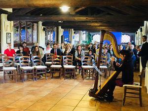 """<p>Le comunità bahá'í nellaprovinciadi Monza Brianza hanno organizzato una celebrazione che ha visto la partecipazione di più di 250 persone a Concorezzo. I partecipanti alla celebrazione hanno avuto l'opportunità di partecipare in più workshop artistici conessi alla storia di Bahá'u'lláh. La celebrazione è stata allietata anche da un coro e da alcune esibizioni musicali. In preparazione alla celebrazione, la comunità bahá'í ha creato il blog """"I believe"""" con le testimonianze di persone le cui vite sono state toccate dal messagio di Bahá'u'lláh che ispira la crescita di comunità vibranti. Le foto del blog sono state esposte sotto forma di mostra anche all'evento della celebrazione. Il blog """"I believe può essere visitato al seguente link: <a href=""""https://ibelievetheblog.wixsite.com/ibelieve"""">https://ibelievetheblog.wixsite.com/ibelieve</a></p>"""