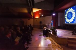 <p>Le celebrazioni ad Aosta hanno galvanizzato i partecipanti in un programma che ha ricordato le tappe della vita di Bahá'u'lláh, dalla prigionia all'esilio alla proclamazione del suo Messaggio. In un clima accogliente la serata è stata accompagnata da recitazione e musica di artisti valdostani tra i quali Maura Susanna, Davide Ducros, Gaia Fisanotti e Ranzie Mensah.</p>